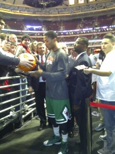 Signing autographs before the start of the game...